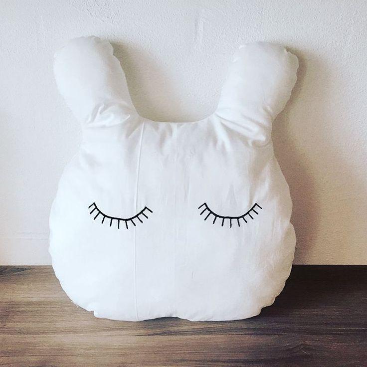 """21 Synes godt om, 1 kommentarer – SD&fund (@stroemsholtdesign) på bunny plushie Instagram: """"Kaninpude..50x45cm #DIY #preggo #syning #salg #Babymode #børnemode #Fashion #Hjemmelavet #Kanin…"""""""