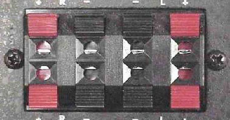 Cómo agregar un amplificador a un estéreo de fábrica. Es posible agregar un amplificador de fábrica al sistema de audio de tu coche sin tener que comprar una unidad nueva cara (reproductor de CD). Agregar un amplificador, hará que el sonido del sistema de audio sea fuerte y claro por lo que te permite enviar más potencia a los altavoces de fábrica o sub-woofers. Este tutorial se centrará en cómo ...