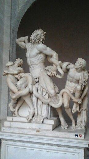 La conte,  Musei Vaticani, Cortile Ottagonale.