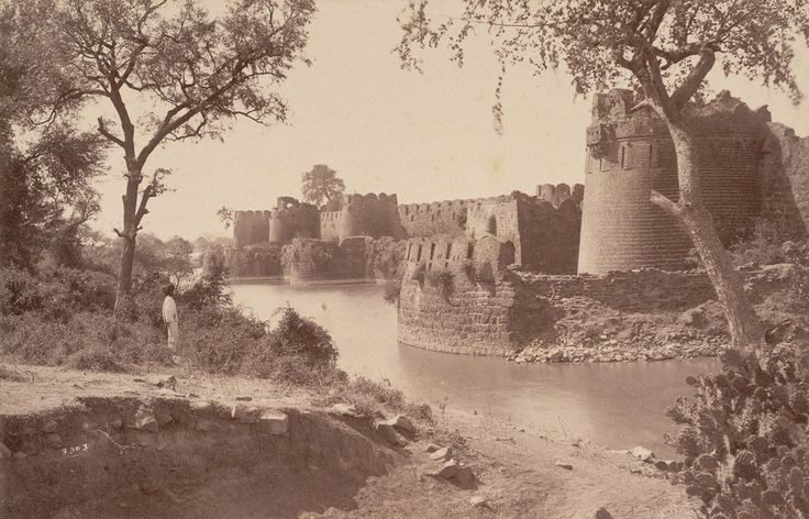 Karnataka Vaibhava | Past & Present Glory -  Great Mosque in Gulbarga Fort; a photo by Lala Deen Dayal, 1880's*