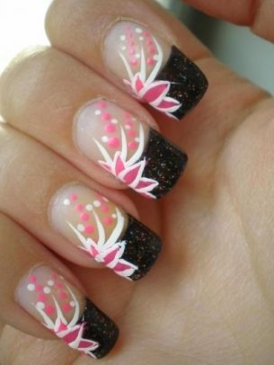 Super-Simple Fall Nail Art Ideas - Add pops of color to your look by sporting these super-simple fall nail art ideas. Use your creativity to team up the most sight-pampering shades and funky fresh prints.