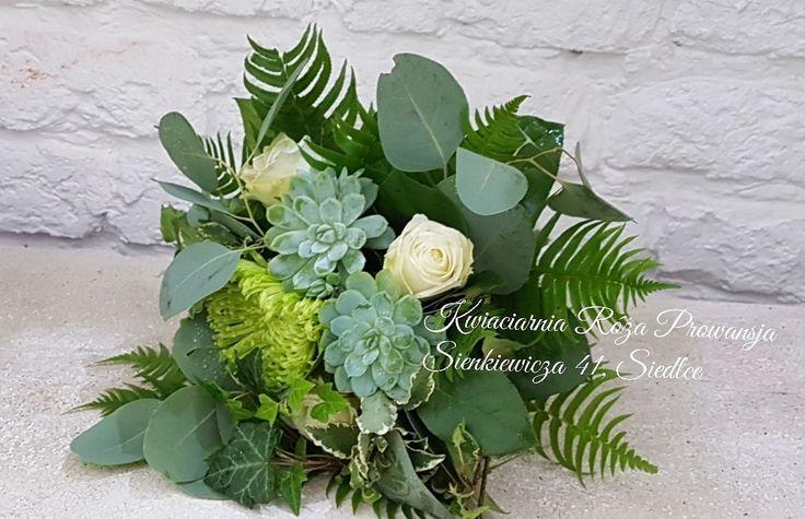 Bukiet ślubny z echeverii, eukaliptusa, paproci, chryzantemy, róży, błyszczy