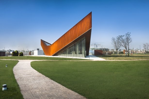 Take a look at the Vanke Gallery in Tianjin, China that uses a weathered steel and glass facade.