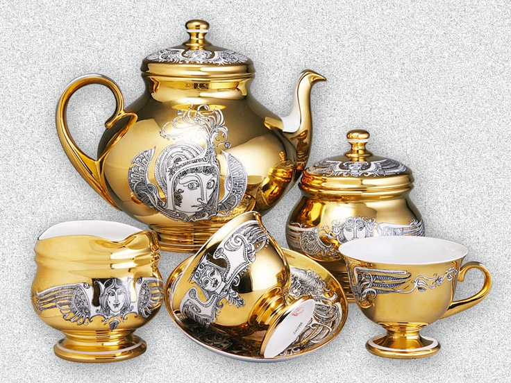 Hollóházi porcelain