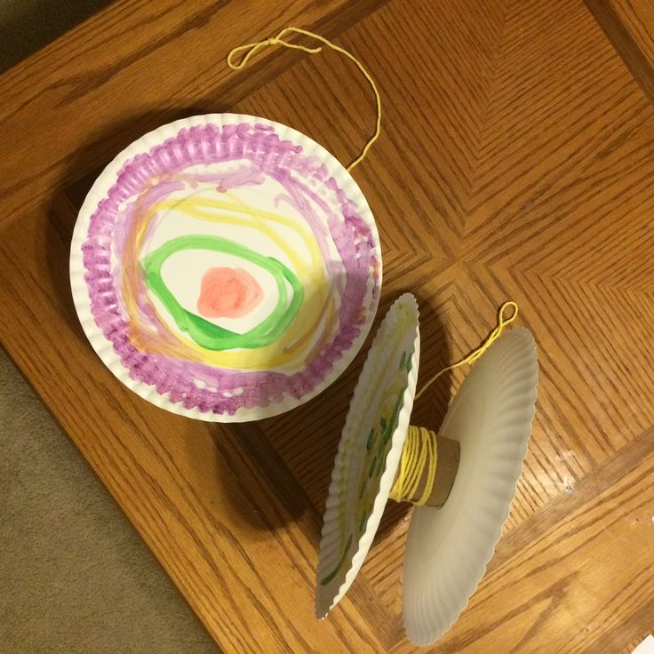 Create a yoyo from paper plates, a cardboard tube (cut in half) and yarn! Great craft for the letter Y. #CreativeSitters