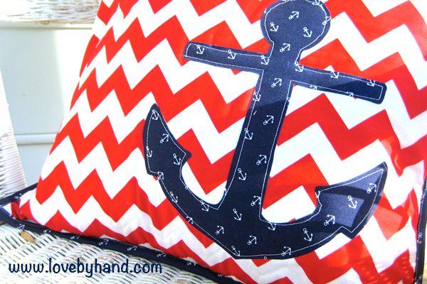 DIY Pillow tutorial || love the patriotic/summer feel of this pillow!