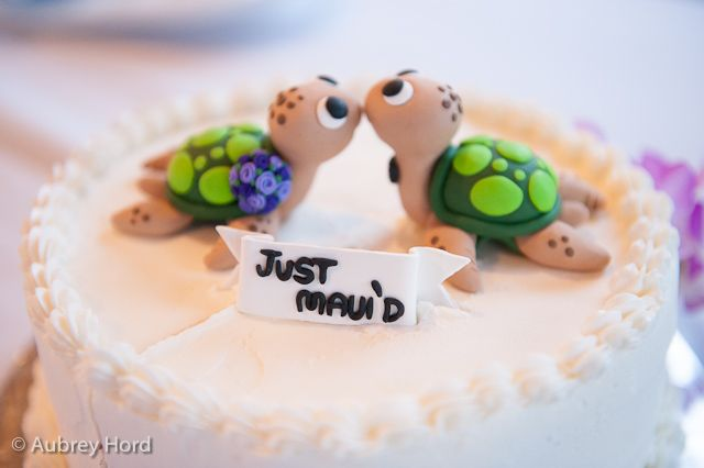 Hawaiian Wedding Cake Toppers | Cute turtle cake topper - Hawaii Photography