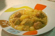 Albóndigas en salsa verde con nopales, papas y calabazas
