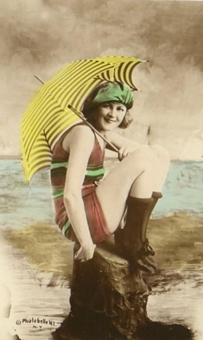 Parasols were a popular sun accessory in the 1920s