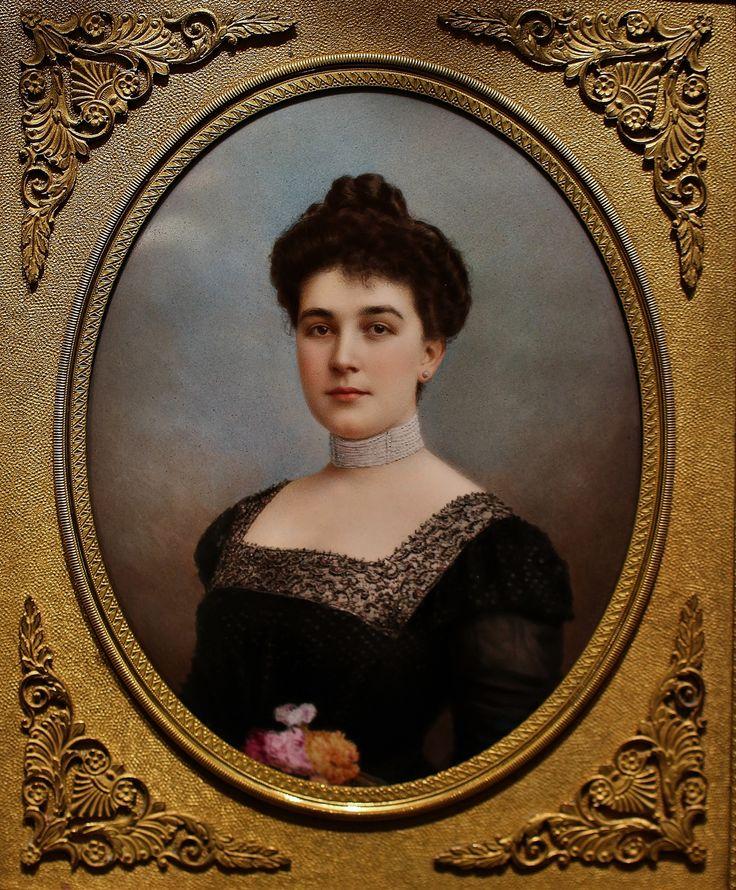 Enamel portrait  circa 1880 France (C)Regard Co.,Ltd