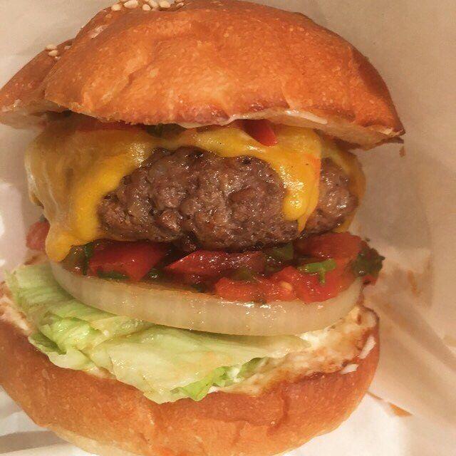 自慢のサルサソースにチーズの組み合わせが病みつきになります♪ 昨日もたくさん選んで頂いたメキシカンバーガー!! 辛いのが好きな方にはたまらないはずです☺︎ 今週最後の営業です♪ 本日もSNATCH's LUNCH宜しくお願い致します!! #ランチ  #lunch  #五反田ランチ #gotandalunch #ハンバーガー  #hamburger  #五反田ハンバーガー  #gotandahamburger  #barsnatch #バースナッチ #スナッチ #SNATCH #snatch #bar #バー #隠れ家 #五反田 #gotanda  #スクリーン #プロジェクター #モニター #貸切 #肉 #メキシカンバーガー  #バル #サンド #sandwiches #サンドイッチ #sandwich #グルメバーガー