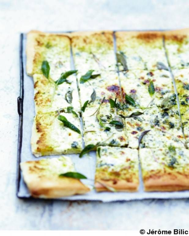 Pizza blanche à la sauge pour 6 personnes - Recettes Elle à Table