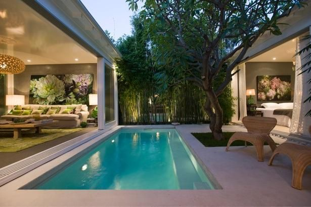 love the open walls and courtyard/pool between living and bed rooms