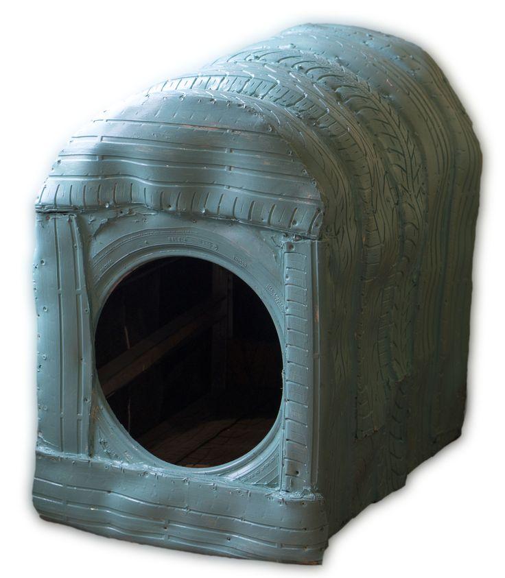 Caseta de perro con neumaticos, un materil aislante y resistente a la intemperie, además reciclamos!  en el Lavadero de coches y mascotas de Echavacoiz, Pamplona (Spain)