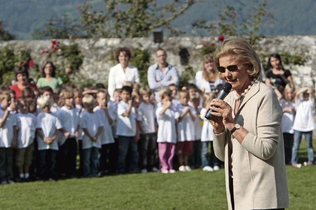 Fürstin Marie empfängt Schulkinder zum Namenstag