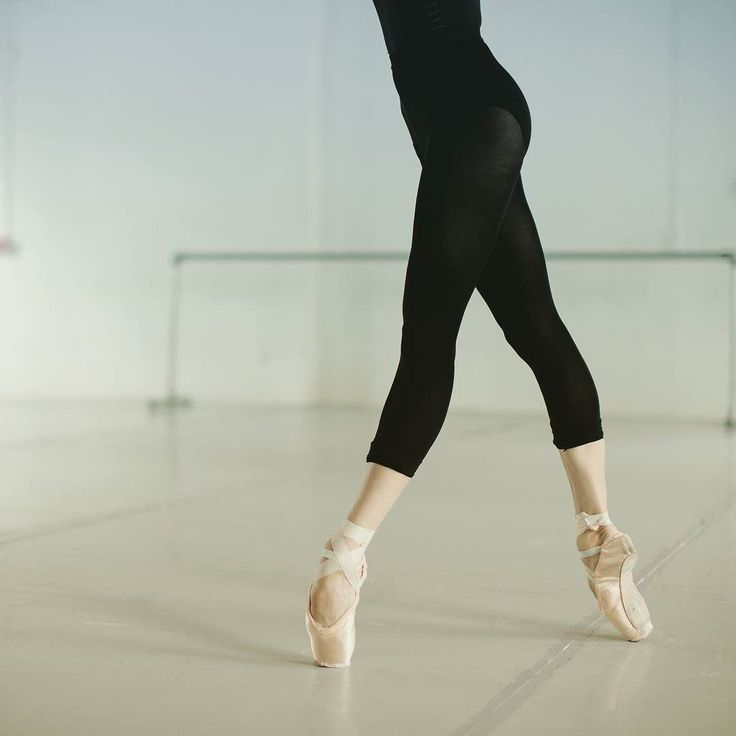 Everything you need to know about #pointeshoes - LIVE with @vanessa_zahorian principal dancer with San Francisco Ballet Tomorrow June 03 10am PST 1pm EST 7pm CET If you have any questions use #AskZarely or simply post them in the comments and have them answered by one of the most prominent ballerinas of our days))