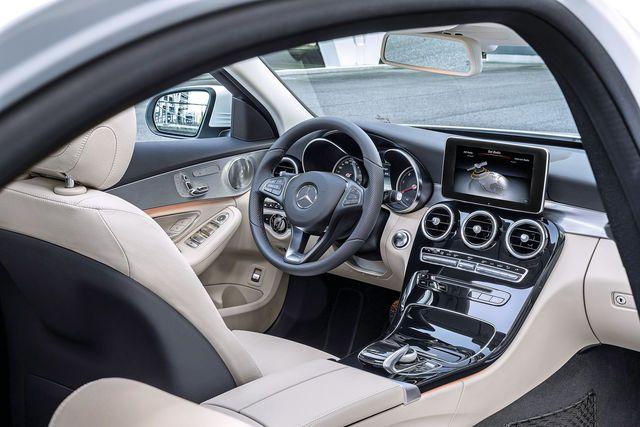 Seit März steht die neue C-Klasse bei den Mercedes-Händlern. Die Preise beginnen bei 33.558 Euro für den C 180. Wir präsentieren Ihnen acht reizvolle Alternativen zu diesem Tarif.