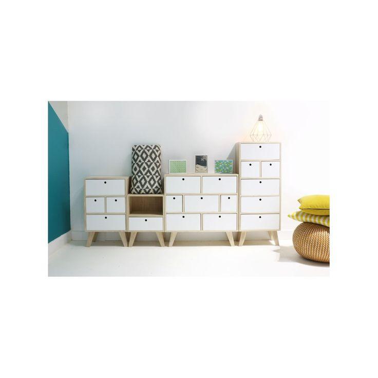 Petites commodes d'inspiration scandinave en bois. Elles sont idéales si vous recherchez un petit rangement qui ne soit pas encombrant, à petit prix et avec un design scandinave !