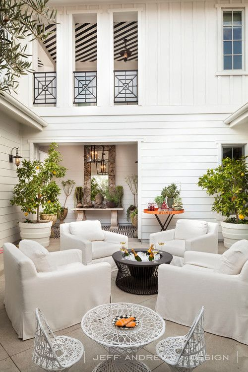 Beautiful outdoor space!!  Love the railings too!!