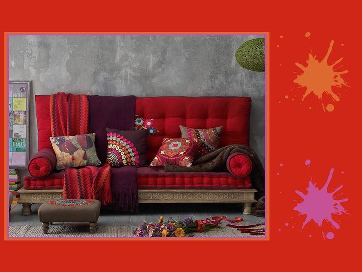 Tonalità di colori fiamma, arancione e magenta: una tavolozza incandescente, pensata per interni e giardini dal sapore esotico e selvaggio. Come ti sembra?  #red #palette #colourfull #livingroom #interiordesign