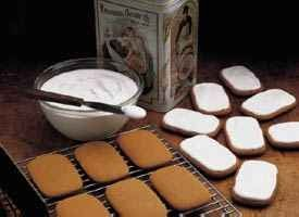 Old-Fashioned Molasses Cookies Recipe from Betty Crocker