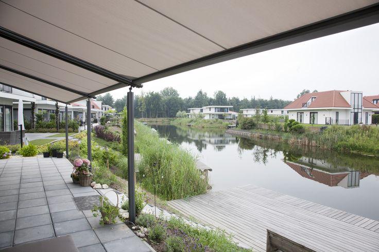 Genieten van uw vakantie, ook met regen. Het kan met de aluminium terrasoverkapping met doek van Jumbo. www.jumbo-overkapping.nl