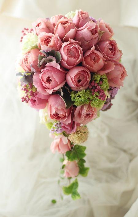 セミキャスケードブーケ 青山サロン様へ バラのロマンティックアンティーク 運 根 鈍 : 一会 ウエディングの花