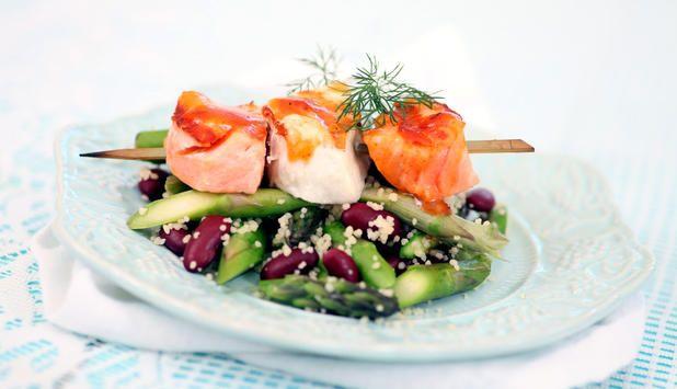 Grillspyd av kveite og laks med couscous, asparges og bønner, Fotograf: Bent Raanes Sørensen