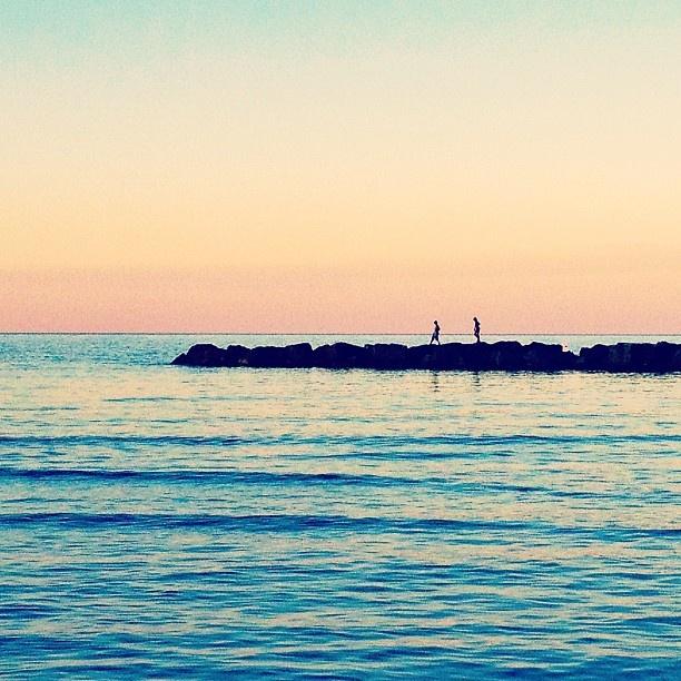 """""""Il mare è insieme padre e figlio, desiderio di ritornare in lui. Il mare è l'origine della vita, la gioia, la completezza. Il mare ha lunghe braccia protettive che ti possono ricevere sempre. Il mare è un fratello che dà molto senza ricevere niente."""" Romano Battaglia"""