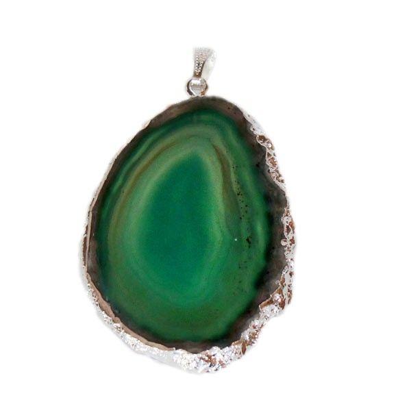 Un bellissimo pendente realizzato in vera Agata verde e galvanizzato in argento. Ogni pendente è unico e particolare in quanto trattasi…