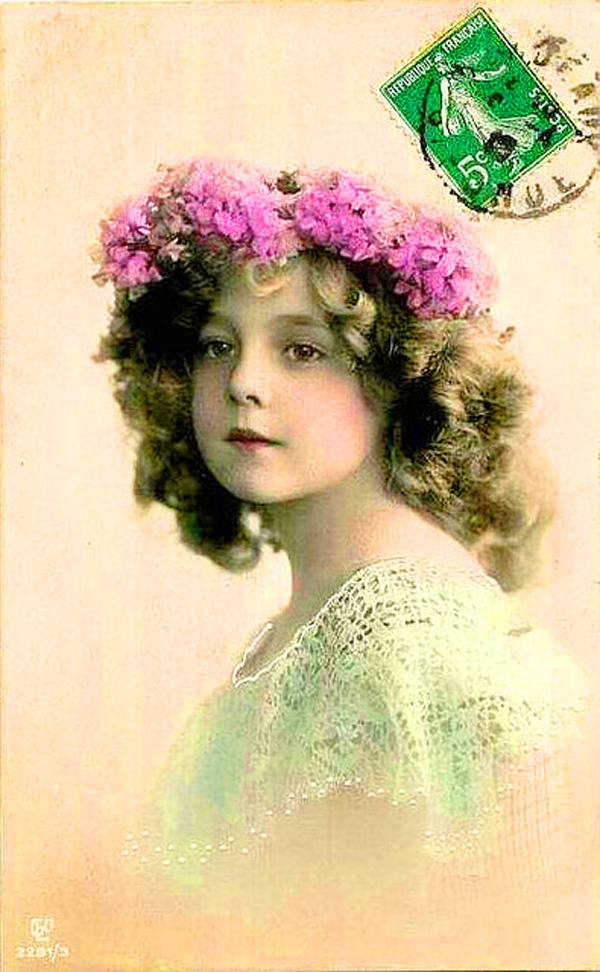 vintage French postcard with little girl from the early 1900s