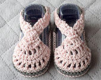 Crochet bebé sandalias sandalias de chica por CozyCreationsbyJamie