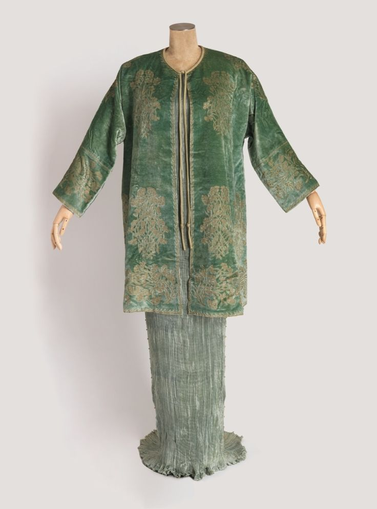 Mariano Fortuny, Delphos dress and jacket with box, 1939. Photo by Matt Flynn. © Smithsonian Institution. Courtesy of Cooper Hewitt, Smithsonian Design Museum.
