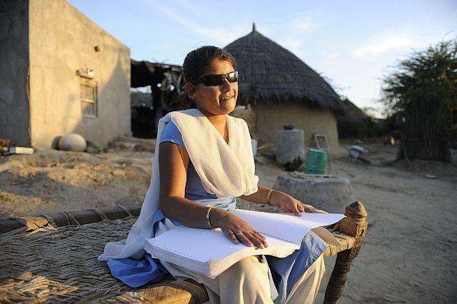 Manisha è completamente cieca ma oggi va a scuola e vive una vita indipendente