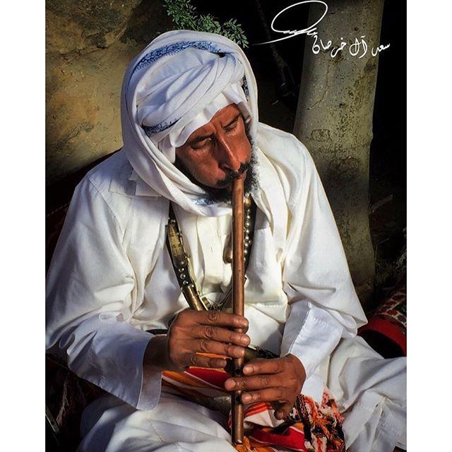 Saudi man playing mizmar. Bilqarn, Asir, Saudi Arabia