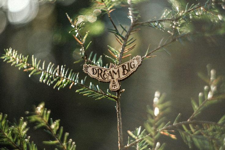 """Значок """"Орел Dream big"""" из коллекции Rules of Success от художника Goshawaf. Сделан из нескольких пород дерева. Ручная работа."""