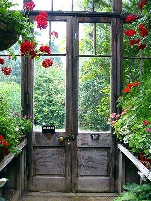 indoors!: Green Houses, The Doors, Secret Gardens, Gardens Design Ideas, Gardens Houses, Greenhouses, Gardens Doors, Glasses Doors, Old Doors