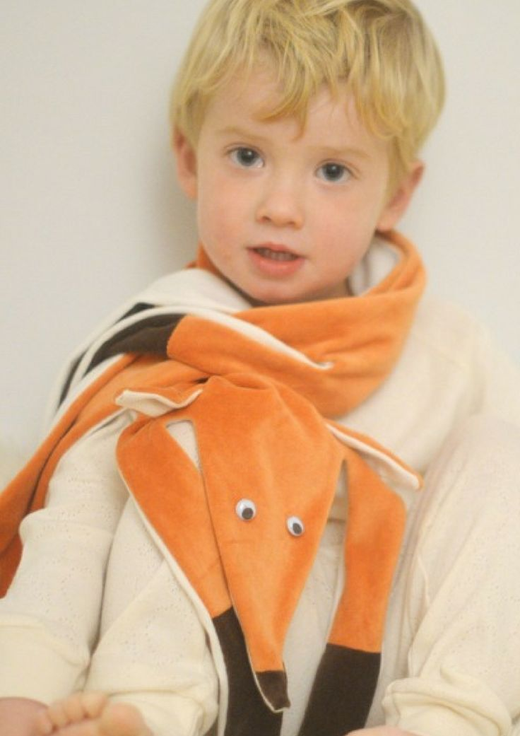 Soft organic scarf in the shape of a fox - handmade by the designer in her studio in Stavanger, Norway, in 100 % GOTS certified cotton.