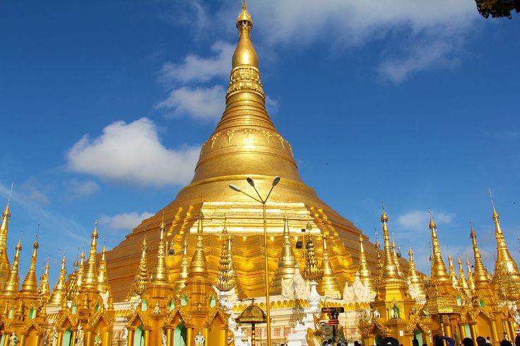A Svedagon pagoda vagy aranypagoda Burma, vagy ahogy most nevezik Myanmar fővárosában, Rangun központjában található. A város fölé magasodó dombon áll Mianmar legszentebb épülete - minden idők egyik legpazarabb és legnagyobb költséggel épült temploma.   #buddhizmus #Burma #Myanmar