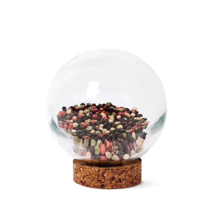 Pojemnik szklany na przyprawy przyciągnie niejedno spojrzenie! #pojemnik #container #spices #glass #tigerpolska #tigerstores #pepper #pieprz #kuchnia #kitchen