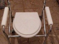 ΑΜΑΞΙΔΙΟ τουαλέτας μπάνιου, πτυσσόμενο , με πολύ λίγη χρήση, σε πολύ καλή κατάσταση. Προσφέρεται μαζί και η ρυθμιζόμενη μαγκούρα της φωτογραφίας, τιμή 40€ , 10:00-20:00