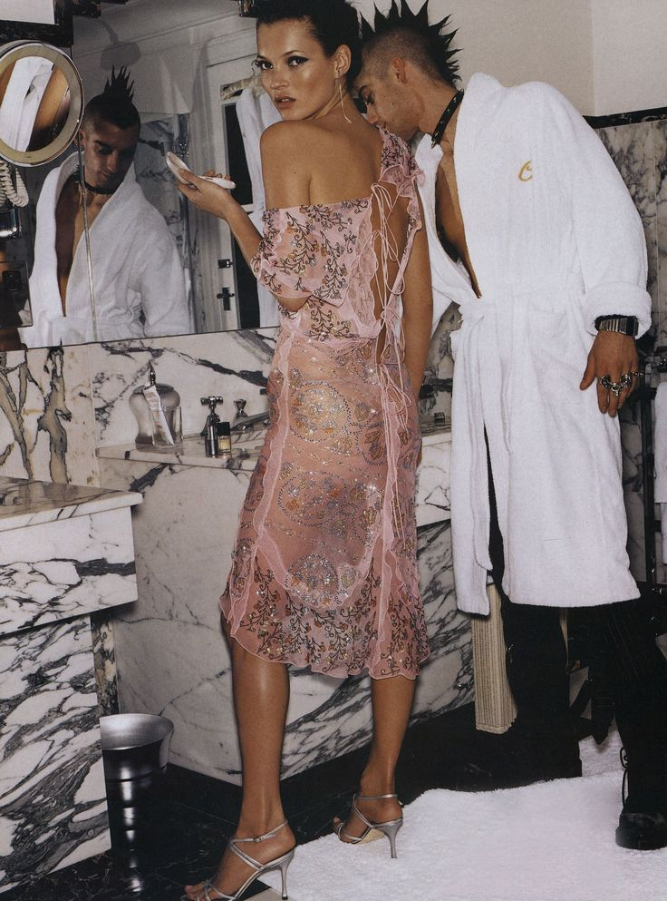 Kate Moss by Mario Testino #style #fashion #pinkdress