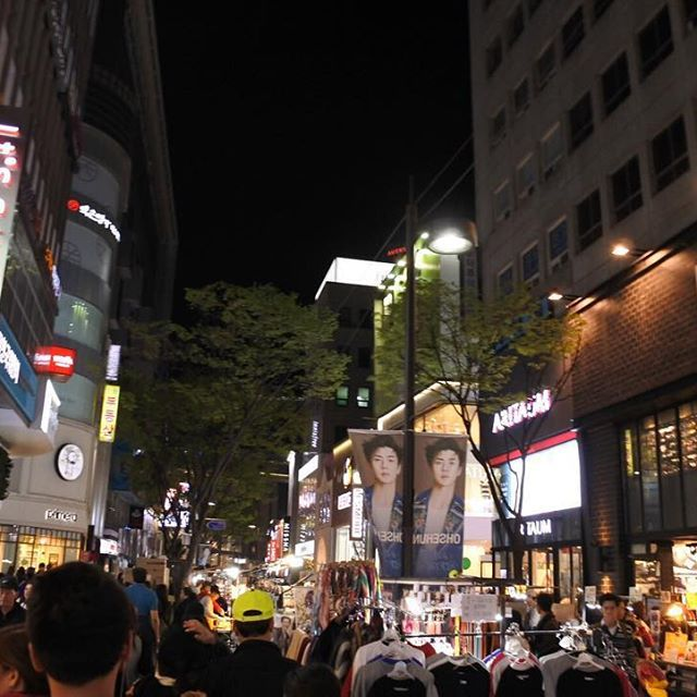 Busy night #shopping 🌙✨ #myeongdong #seoul #southkorea