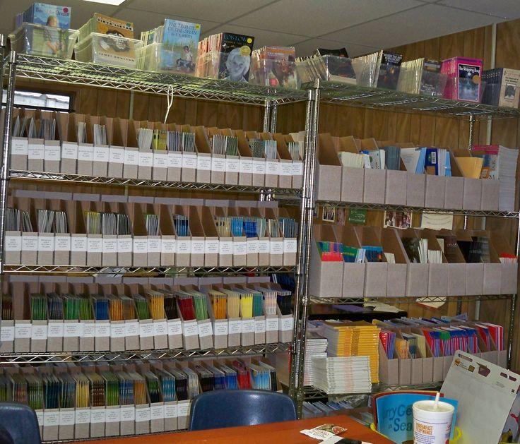 organize school book room   Lovett Elementary's leveled book library