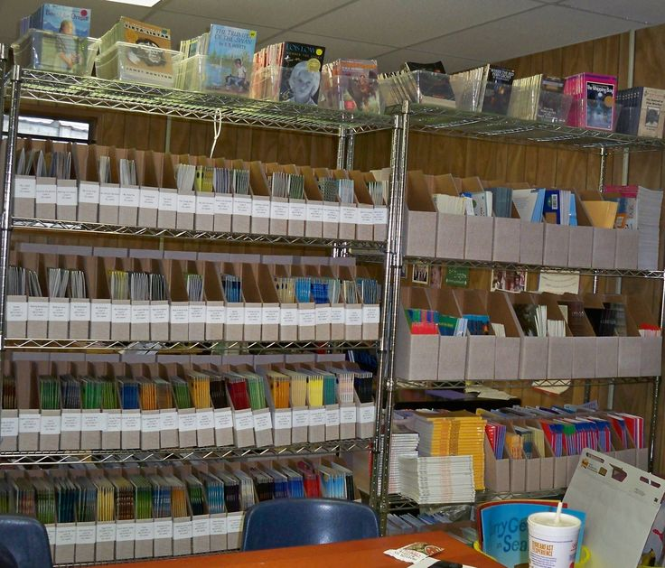 organize school book room | Lovett Elementary's leveled book library
