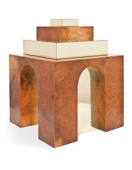 Immer cool bleiben: In den siebziger Jahren schuf der amerikanische Designer Paul Evans diesen 39 Zentimeter hohen Eisbehälter aus Walnuss-Furnier und Messing. Im Inneren befindet sich ein Eimer aus rostfreiem Stahl, der abgetreppte Deckel ist aufklappbar (Taxe 1500/2000 Pfund).
