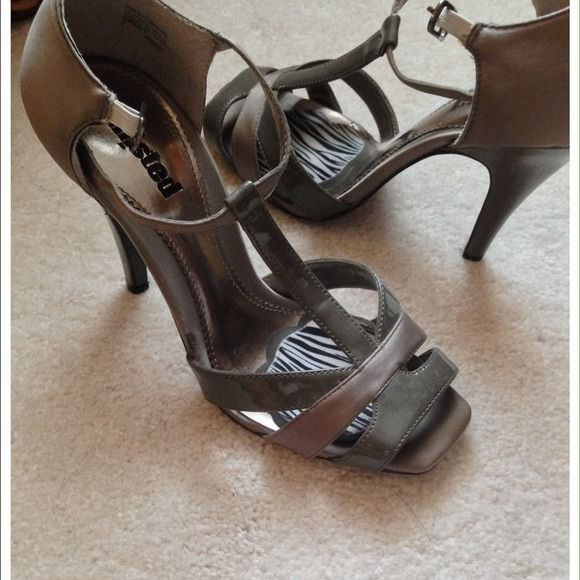 1000  ideas about Grey Strappy Heels on Pinterest | Grey handbags ...