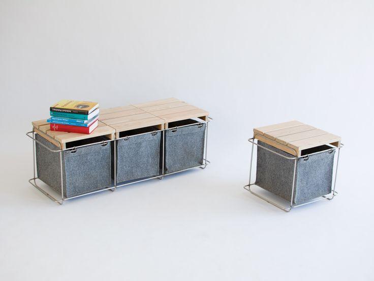 Ob als Hocker, Bank, Truhe, Zeitungsablage, Pflanztasche oder Mülltrenner - Grit ist ein wandelbares Multitalent für drinnen wie draußen. Aus wetterfestem PET-Filz, Edelstahl und Lärchenholz ist es ganzjährig für die Nutzung unter freiem Himmel geeignet. Das modulare System lässt sich beliebig erweitern und anordnen. So schaffen Hocker und Bank - im grauen Hinterhof genauso wie im Wohnraum – individuelle Sitzgelegenheiten und flexiblen Stauraum.