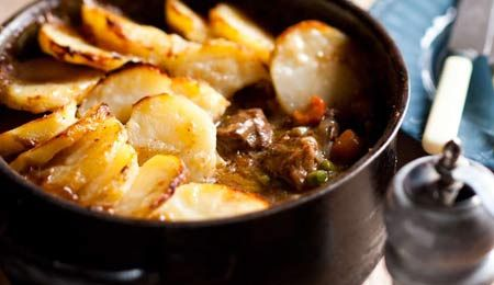 Pepper beef & beer stew with potato topping - Keeps the winter chills at bay! #Beef #Stew #WinterWarmer #Recipe