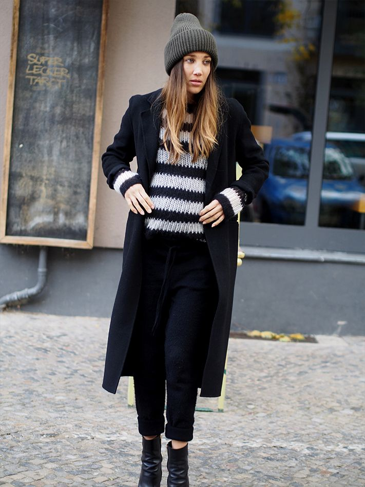 #weekend #berlin #streetstyle #layering #knitonknit #knitwear #stripes #knitsweater #sweatpants #allblack #monochrome #minimal #beanie #style #instyle #ootd #helloshopping #fashionblogger #outfit #inspiration #effortless #sophisticated #vogue #whowhatwear #preggo #mommytobe #stylethebump